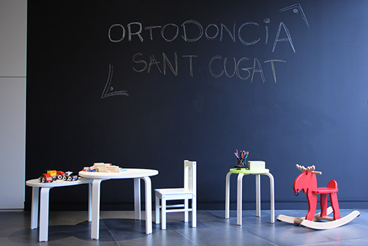 Orthodontics Sant Cugat clinic waiting room for children