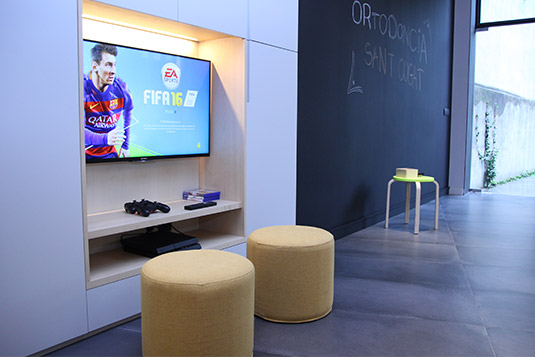 Orthodontics Sant Cugat clinic room awaits children with play station