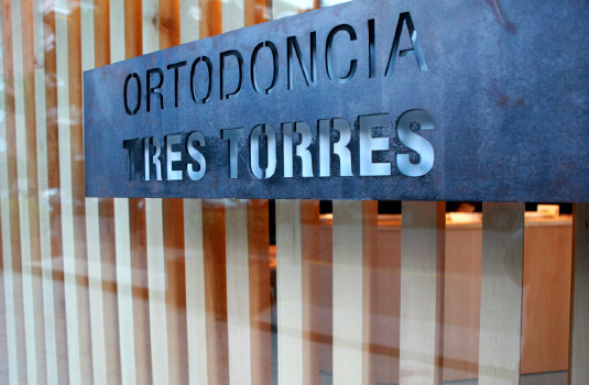 Orthodontics Tres Torres Barcelona clinic entrance