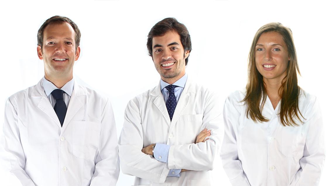 Los doctores de Ortodoncia Tres Torres Barcelona Fernando de la Iglesia, Oriol Quevedo y Anna Auladell son expertos en ortodoncia invisible